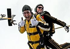 tandem-skydivers-mini